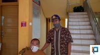 Camat Payakumbuh Selatan Junaidi dan Sekcam Joni usai monitoring Posko COVID-19 di Tingkat Kecamatan