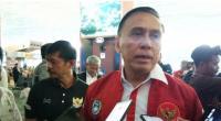 Ketua Umum PSSI Mochamad Iriawan saat memberikan keterangan kepada media di Bandara Soekarno Hatta, Tangerang, Senin (20/1/2020)