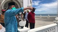 Wagub Sumbar Nasrul Abit dan Wali Kota Padang Mahyeldi Ansharullah saat meninjau pembangunan Masjid Al-Hakim