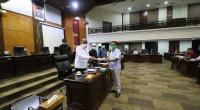 Ketua Fraksi Gerindra, Hidayat saat memberikan laporan pandangan akhir Fraksi Gerindra, terhadap rekomendasi Panitia Khusus LKPJ Gubernur tahun 2019 di ruang sidang utama DPRD, Kamis, 28 Mei 2020.