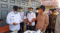 Gubernur Sumbar Irwan Prayitno saat meninjau posko perbatasan Sumbar - Jambi