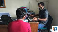 Petani berinisial J saat dilakukan pemeriksaan di Polres 50 Kota