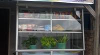 Dapur Mitha di Perumahan Jala Utama, Kampung Jua, Kecamatan Lubeg, Kota Padang mendapatkan bantuan etalase dari program bantuan peduli ekonomi UPZ Baznas Semen Padang.