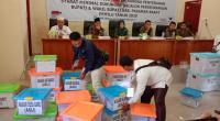 Paslon perseorangan Agus Susanto - Rommy saat menyerahkan syarat dukungan ke KPU Pasbar