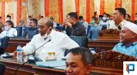 Suasana saat anggota DPRD Pasaman Barat mendesak Bupati Pasaman Barat untuk segera melakukan percepatan pembangunan