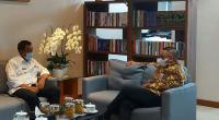 Bupati Pessel, Rusma Yul Anwar saat membahas dengan salah satu Dirjen di Kemen PUPR