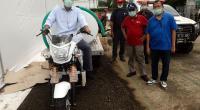 Pengecekan secara langsung Kendaraan Motor Roda Tiga Untuk membantu pencegahan dan upaya mitigasi wabah Covid-19, Gudang Logistik PMI, di Smesco Jakarta, Senin (30/03).