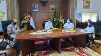 Gubernur Sumbar Irwan Prayitno didampingi Wagub Nasrul Abit menggelar pertemuan dengan Dekan Fakultas Kesehatan Masyarakat Unand