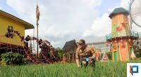 Kapolres Bukittinggi AKBP Iman Pribadi Santoso menabur pupuk ke tanaman bawang merah di kawasan Green House Lezatta, Rabu (12/08/2020)