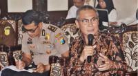 Anggota Komisi II DPR RI Johan Budi S. Pribowo saat mengikuti pertemuan tim Kunjungan Kerja Spesifik dengan Wakil Bupati Sidoarjo, Jawa Timur, Rabu (19/2/2020)