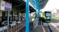 Kereta Api Minangkabau Ekspres  di stasiun Pulau Aie, lokasi yang langsung menghubungkan wisatawan dengan wisata unggulan di Padang, yakni Kota Tua