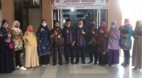 Jajaran pengurus Koperasi Pegawai Negeri (KPN) Husada Syariah RSUD Adnaan WD bersama tim penilai dari PKP-RI Sumbar.