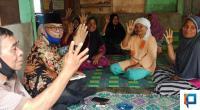 Calon Bupati Pasaman Barat (Petahana), Yulianto dirumah salah seorang warga di Kampung Lamo, Jorong Timbo Abu