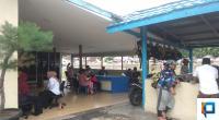 Keluarga Korban yang Mendatangi Markas Subdit Gakkum Ditpolair Polda Sumbar di Muaro Padang