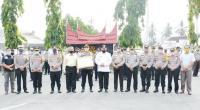 Wali Kota Solok, Zul Elfian berikan penghargaan kepada Kapolres Solok Kota AKBP Ferry Irawan