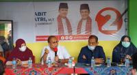 Andre Rosiade (dua dari kiri) saat memberikan arahan kepada kadwr partai di Kantor DPC Gerindra Payakumbuh pemenangan