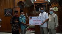 Andre Rosiade serahkan bantuan PKBL secara simbolis kepada pengurus Masjid Taqwa Muaro Sijunjung