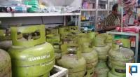 Gas elpigi 3 kg di salah satu warung di Kota Padang