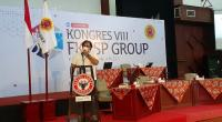 Direktur Utama PT Pasoka Sumber Karya, Hari Utama saat memberikan kata sambuatan pada pembukaan Kongres ke-VIII FKKSPG di Gedung Serba Guna Semen Padang.