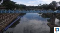 Kubus apung di Banjir Kanal Kota Padang