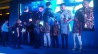 Ketua Pokmaswas LPPL Ampingparak-Pessel, Haridman saat menerima penghargaan di Manado