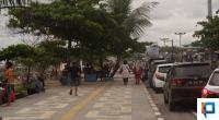 Pengunjung di Pantai Padang