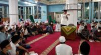 Gubernur Sumbar Mahyeldi Ansharullah saat ceramah agama di Masjid Raya Silungkang, Kota Sawahlunto, Jumat malam (16/4).