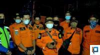 Koordinator SAR Basarnas 50 Kota Robi Saputra bersama tim