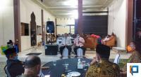 Suasana Rapat di Rumah Dinas Pjs Bupati Solsel Jasman Rizal Minggu 27/9 malam