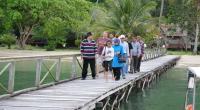 Nasrul Abit saat di kawasan wisata Mandeh beberapa waktu lalu