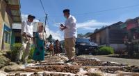 Calon Gubernur Sumatera Barat (Sumbar) Nasrul Abit melakukan safari politik di beberapa titik di Kecamatan Koto XI Tarusan, Kabupaten Pesisir Selatan (Pessel), Rabu (28/10/2020).
