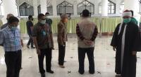 Wagub Sumbar Nasrul Abit bersama Ketua MUI Sumbar Buya Gusrizal Gazahar didampingi Walikota Bukittinggi Ramlan Nurmatias saat mengunjungi salah satu masjid di Bukittinggi