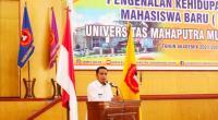 Wawako Solok, Dr. Ramadhani Kirana Putra yang juga alumni memberikan motivasi bagi mahasiswa baru UMMY Solok