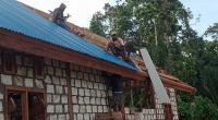 Pembangunan Gereja TMMD Pada Tahap Pemasangan Seng