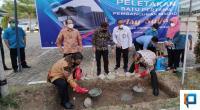 Peletakan batu pertama sebagai simbolis dari dimulainya pembangunan Masjid Asy-Syifa SPH oleh Komisaris Utama PT Semen Padang dan Pembina Yayasan Semen Padang, Kamis (7/4)