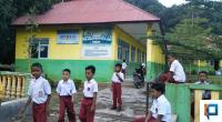 Hari pertama libur sekolah tatap muka, Siswa SD di Pessel masih tetap ke sekolah