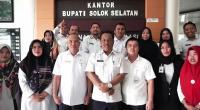 Asisten III Setda Solsel Amdani, Kabag Humas Firdaus firman, Kadis Kesehatan Novirman dan pegawai sekretariat daerah nyatakan dukungan kepada Rana Shafira