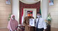 Wakil Wali Kota Padang, Hendri Septa meenerima hasil kajian penanganan Covid-19