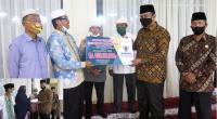 Penyerahan zakat ASN untuk Mustahiq oleh Mardison Mahyuddin