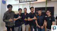 Deva Mahenra dan owner Meer Conveniencestore and Foresthree coffe Padang saat meet and greet di Padang