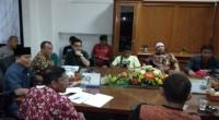 Puluhan driver angkutan dalam jaringan (daring) atau online di Padang menyampaikan aspirasi penolakan terhadap Peraturan Menteri Perhubungan nomor 118 tahun 2018, Kamis, 27 Februari 2020