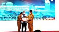 Wakil Bupati Pessel, Rudi Hariyansyah terima penghargaan dari Kemenkeu melalui Gubernur Sumatera Barat, Mahyeldi