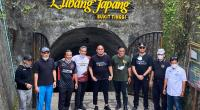 Sekjen Gerindra Ahmad Muzani, Ketua  Gerindra Sumbar Andre Rosiade, Wako Bukittinggi Erman Safar dan lainnya berfoto jelang memasuki Lubang Jepang, Kamis (8/4/2021).