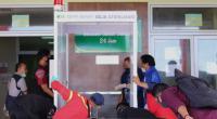 Tim Politeknik ATI Padang, DD Singgalang dan pihak RS Unand menempatkan bilik sterilisasi di depan ruangan IGD.