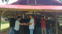 Penyerahan donasi dilakukan oleh Ketua Porbbi Pessel Ir. Afrizon Nazar, disaksikan pengurus lainnya, Hendri M serta pengurus Porbbi Pessel