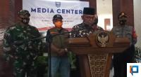 Bupati Pasaman Barat, Yulianto didampingi Forkopimda saat jumpa pers di Kantor Bupati setempat