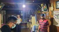 Tim identifikasi Polres Padang Panjang sedang melakukan olah TKP di rumah korban