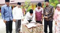 Wawako Solok, Reinier menandatangani prasasti Masjid At-Taqwa