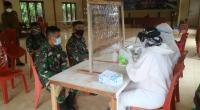 Sejumlah personel TNI saat menjalani rapid test