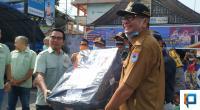 Wali Kota Payakumbuh menerima bantuan APD dari HBT Cabang Payakumbuh Peduli.